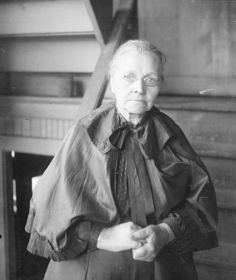 BELLE'S SISTER LARSON
